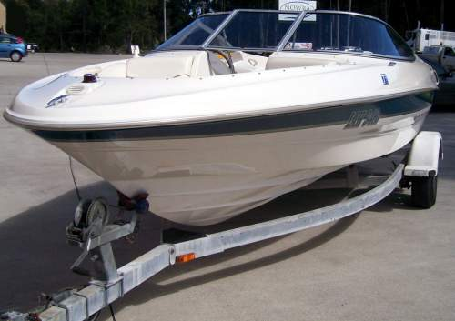 Used BOWRIDER BAYLINER 205 with 1 owner boat that has been fully optioned.