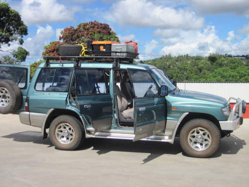 1998 used mitsubishi pajero gls 3500 v6 off road 4x4 car sales cairns - 1998 Mitsubishi Montero Interior