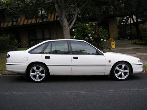 Used HOLDEN COMMODORE Specs. Build Date: 1995; Make: HOLDEN