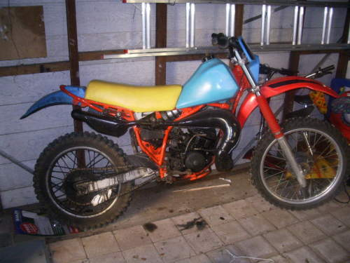 Used YAMAHA IT175 For Sale With The Bike Is Old But Still Has A Lot Of Grunt Its Blue Red Yellow Seat 850