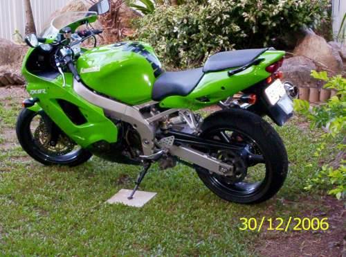 Bikez 1999 Kawasaki Zx 9 crotch rocket